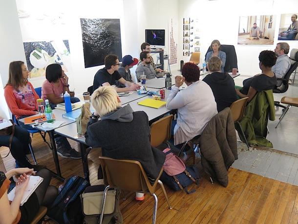 Piektdienas seminarā viesojas kuratore Sūzena Braita. Foto - Davuds Bejs
