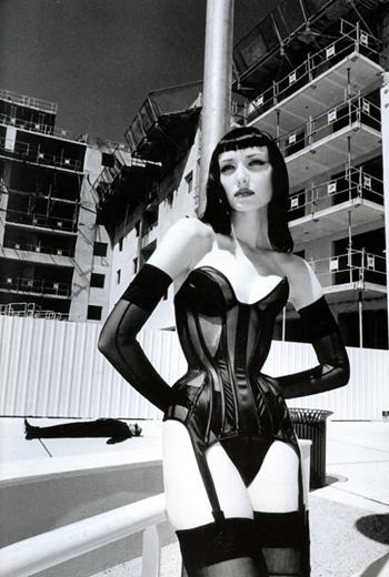 Foto - Helmuts Ņūtons, 1998