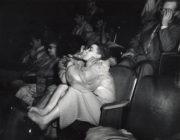 Vīdžī. Mīlnieki kinoteātrī, Ņujorka, 1943