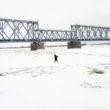 """Marija Gruzdeva. Vietējais zvejnieks, Nemunas upe, Krievijas – Lietuvas robeža. No sērijas """"Krievijas robežas"""""""