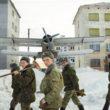 """Marija Gruzdeva. Kareivji darbā, Korzunova, Murmanskas apgabals. No sērijas """"Krievijas robežas"""""""