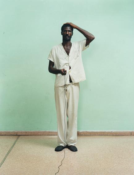 """Ādams Brūmbergs un Olivers Čanarins. Renē Vajejo psihiatriskā klīnika, Kuba, 2003. No sērijas """"Geto"""""""