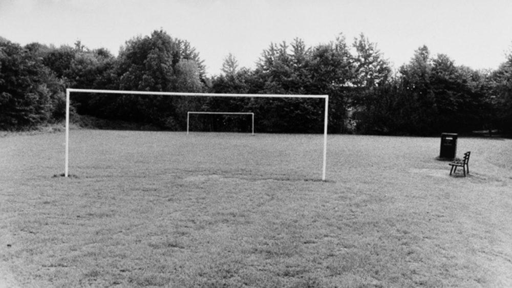 Mārtiņš Lablaiks. Ainava ar baltiem futbola vārtiem. Notingema, Anglija, 2010