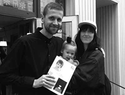 Miks Mitrēvics un Kristīne Kursiša ar meitu