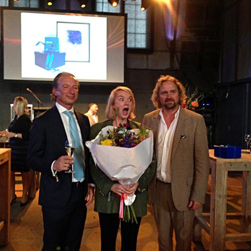 Meijburg Art Commission uzvarētaja Anūka Kruithofa (centrā) ar Pjotru De Jongu un Meijburg & Co pārstāvi. Foto - Inga Erdmane