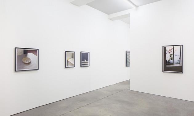 """Skats no Tomasa Demanda izstādes """"Dailies"""" galerijā Sprueth Magers Berlīnē. Publicitātes attēls"""