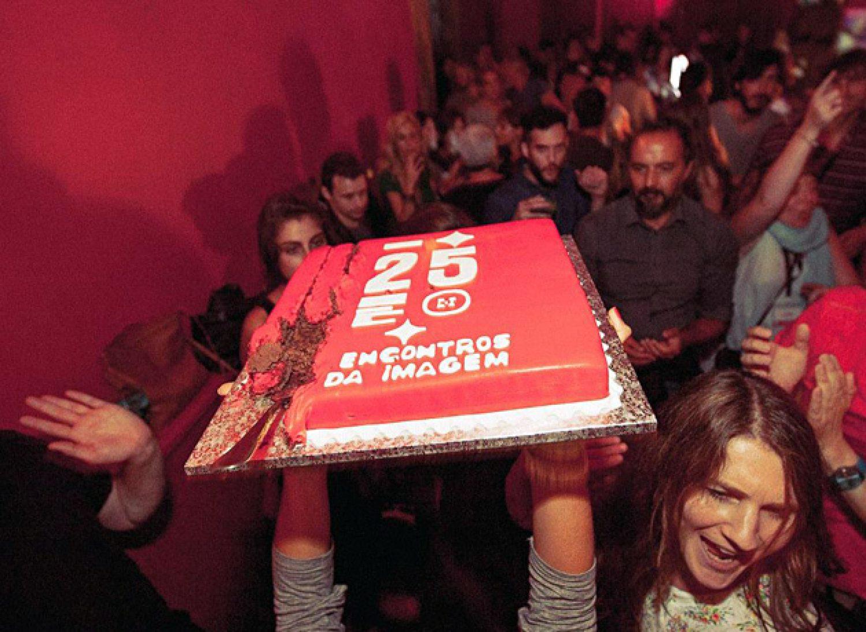 Festivāla Encontros da Imagem 25. gadu jubilejas svinības. Publicitātes attēls