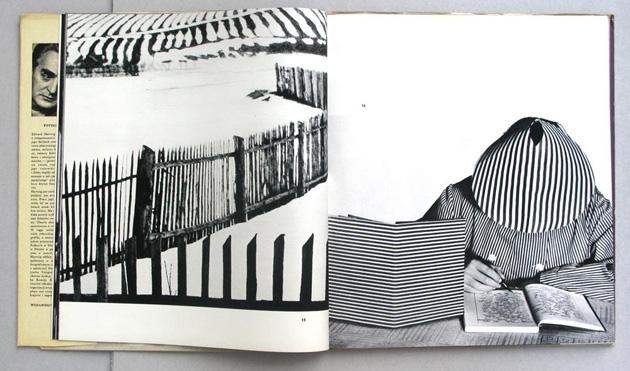 """Edvarda Hartiga grāmatas """"Fotografika"""" atvērums"""