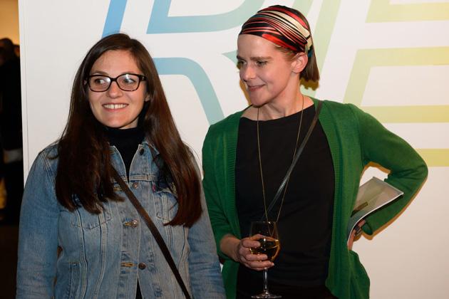 Nataša Karuana (pa kreisi) izstādes atklāšanā. Foto - Gints Ivuškāns