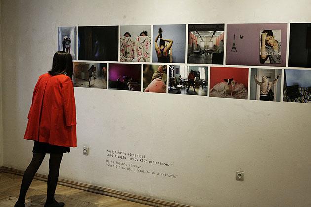 Skats no izstādes ar Marijas Moshu darbiem. Foto - Arno Marnics