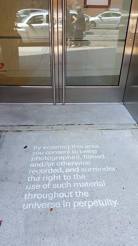 Uzraksts pie ICP ieejas. Foto - Alise Tīfentāle