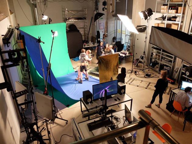 Līga Spunde strādā studijā