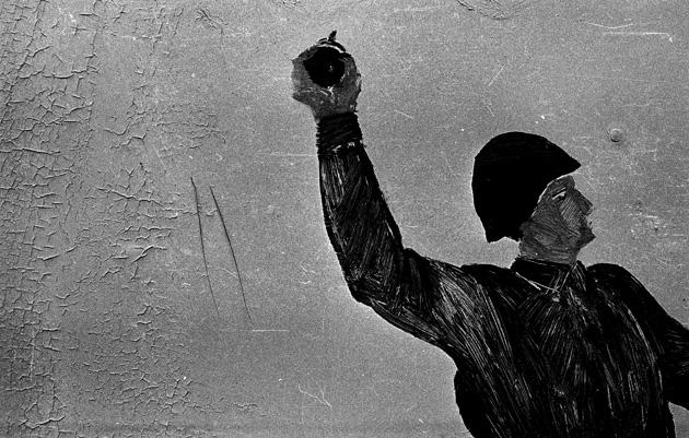 """Krievu okupācijas armijas atstātie """"šedervi"""" Bolderājā, 1992. gada decembris. Foto - Uldis Briedis"""