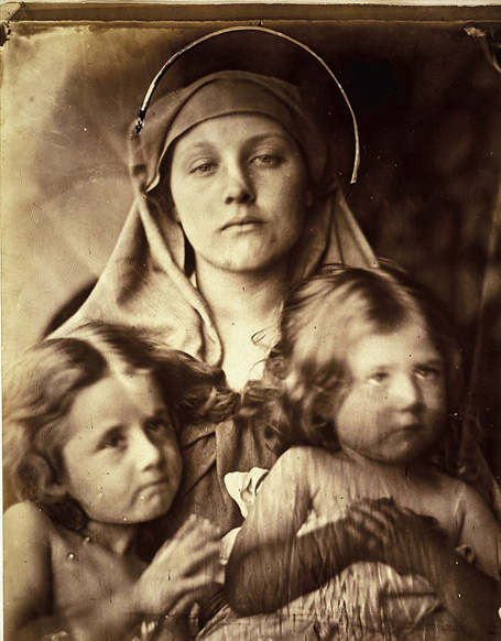 Džūlija Margarēta Kamerona. Madonna un divi bērni, 1864